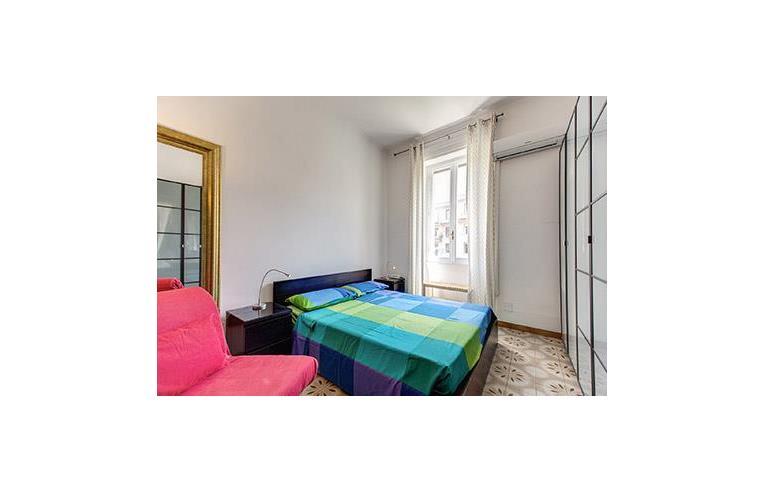 Privato affitta stanza doppia stanza uso intero for Stanze uso ufficio in affitto roma