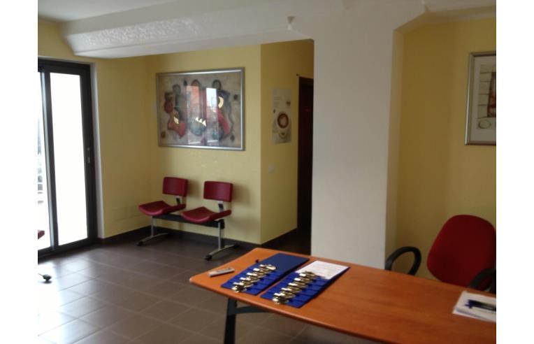 Privato vende negozio locali commerciali e uffici for Annunci locali commerciali roma
