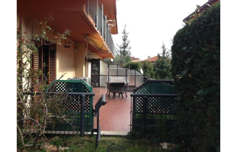 Privato vende appartamento appartamento residenziale con for Ampio garage con abitazione