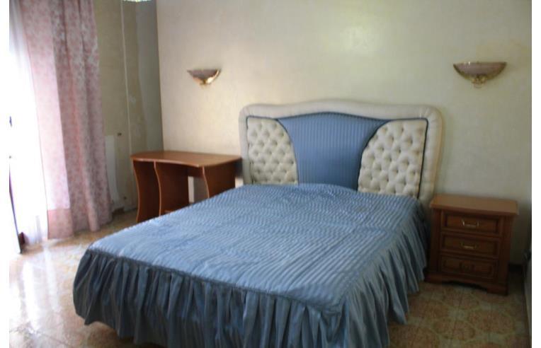 Privato affitta stanza singola camera stanza matrimoniale for Case arredate in affitto pomigliano d arco