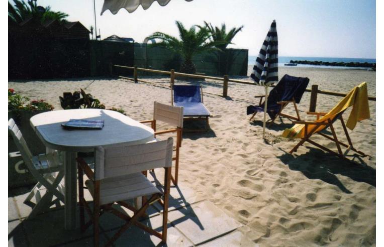 Privato affitta casa vacanze follonica casa sulla for Ascensore casa sulla spiaggia