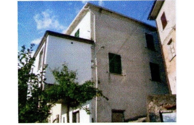 Privato vende porzione di casa porzione di casa abitabile for Stima sulla costruzione di una casa con 3 camere da letto