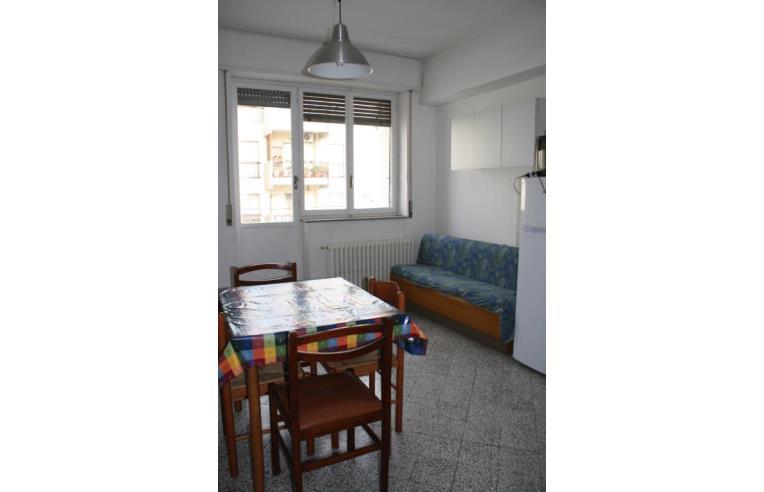 Privato affitta stanza singola stanza singola studente o for Stanze in affitto bari