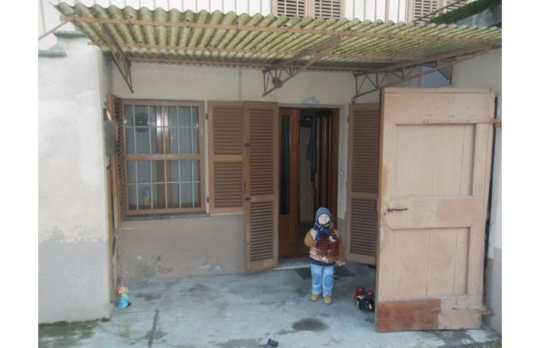 Privato vende casa indipendente casa indipendente a 2 for 3 piani casa con bagno privato