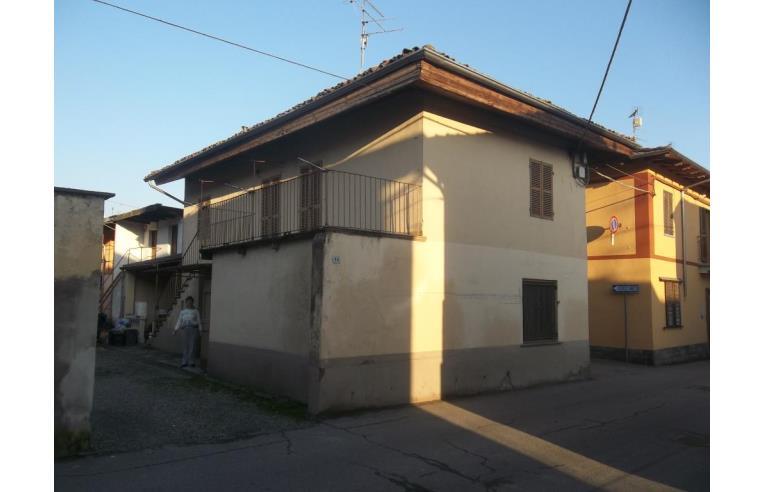 Privato vende casa indipendente casa indipendente a 2 for Piani di casa rustici con cantina