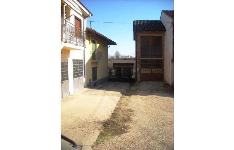 Privato vende rustico casale casa di corte indipiendente for Rustico un telaio cabina