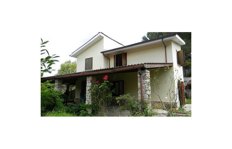 privato vende casa indipendente casa con giardino vicino