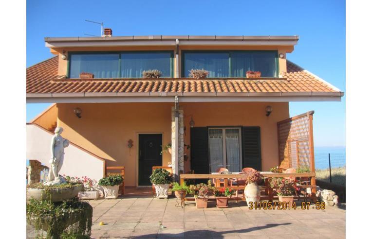 Privato vende villa gela villa a mare 3 livelli annunci for Villa isabella caltanissetta