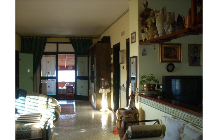 Privato vende villa gela villa a mare 3 livelli annunci for 3 camere da letto 2 bagni piani ranch
