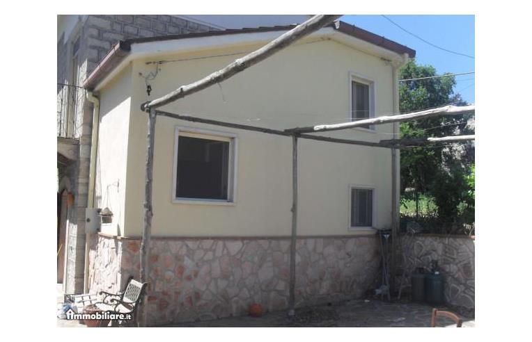 Privato vende altro appartamento su due piani con ampio for 3 piani casa con bagno privato
