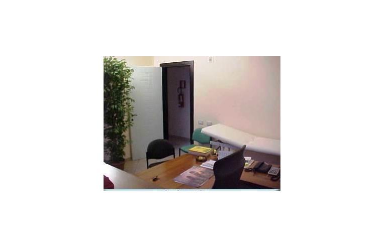 Stanza Ufficio Affitto : Privato affitta stanza singola studio medico arredato annunci