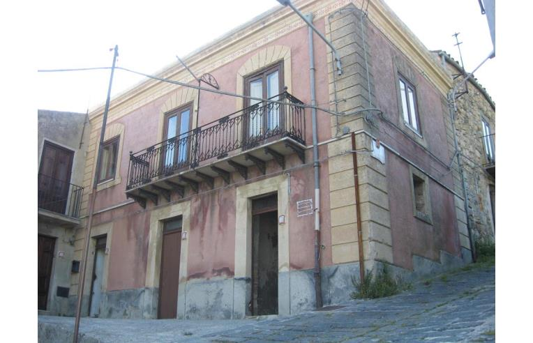 Privato vende casa indipendente casa indipendente stile liberty annunci castellana sicula - Casa stile liberty ...