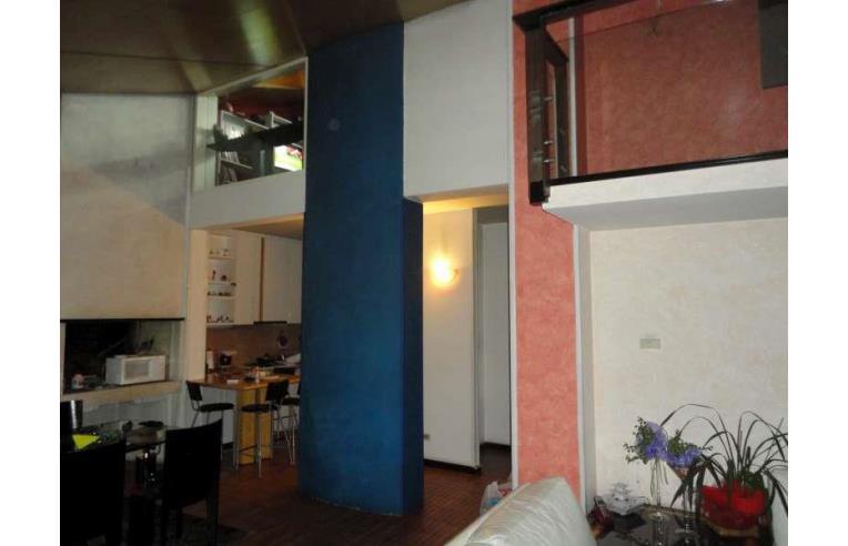 Privato vende casa indipendente casa caltrano 420 mq for 4 piani casa 3 bagni
