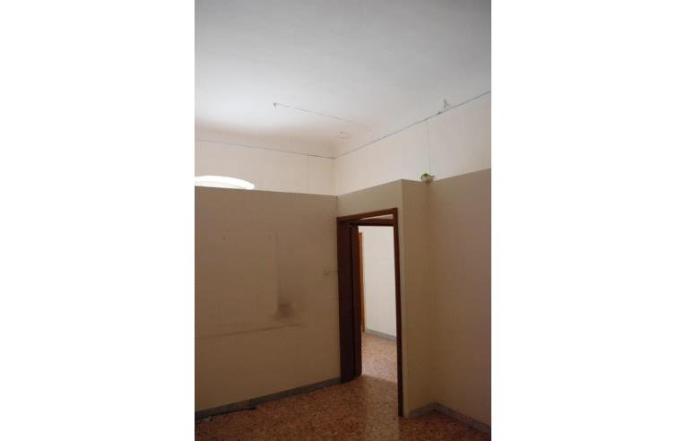 Soffitti Alti 4 Metri : Privato vende appartamento bilocale soppalcabile con soffitti alti