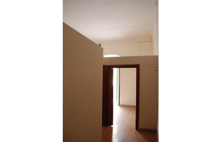 Soffitti Alti 4 Metri : Privato vende appartamento bilocale soppalcabile con soffitti