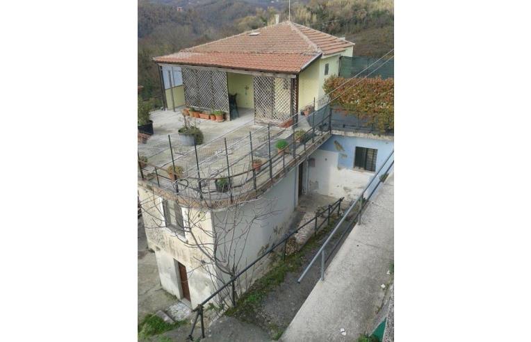 Privato vende casa indipendente abitazione indipendente for Casa di 900 metri quadrati in vendita