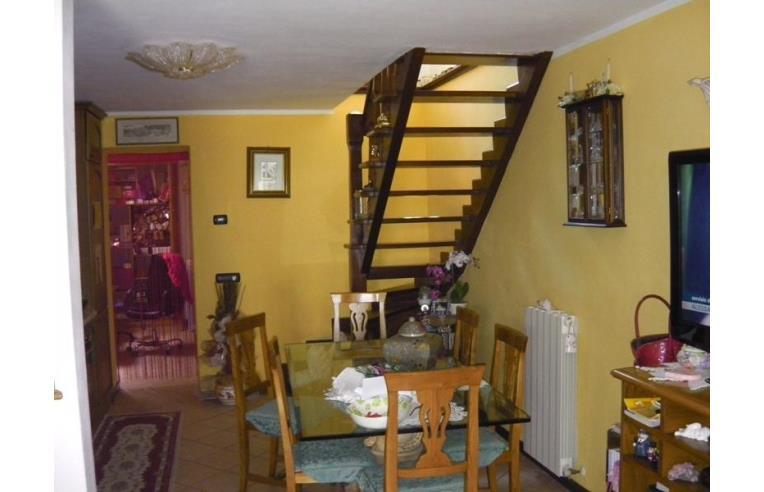 Privato vende casa indipendente casa ottimo stato for Casette di legno di 4 camere da letto in vendita