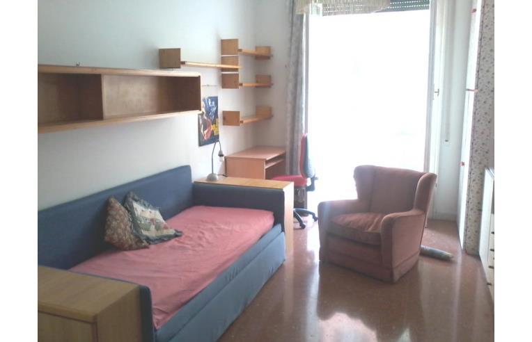 Privato affitta stanza singola ampia stanza singola for Affitto roma cipro