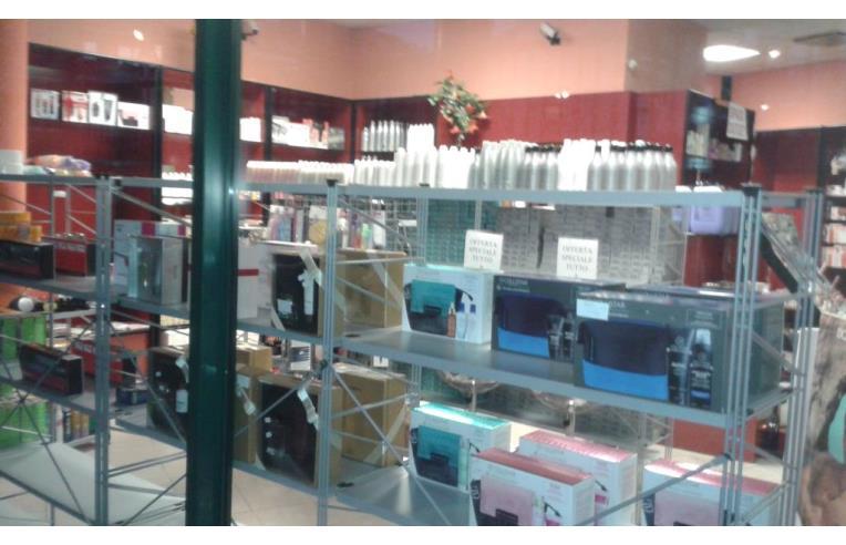 Privato vende negozio immobile commerciale ufficio - Valore commerciale immobile ...