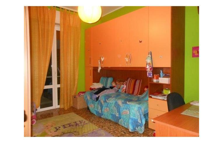 Privato vende appartamento trivani con garage in piccolo for Piani di ranch camera da letto split