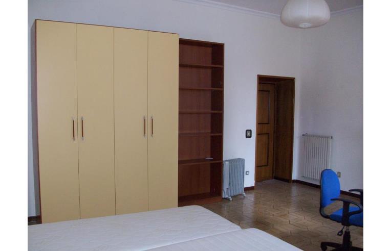 Privato affitta stanza singola affittasi ampia camera for Affittasi stanza uso ufficio roma