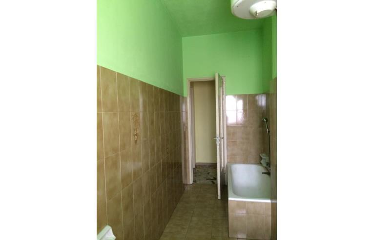 Privato vende appartamento ampio bilocale trilo annunci for B b soggiorno petrarca