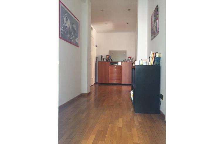 Privato affitta stanza singola stanza in affitto a for Stanza roma affitto