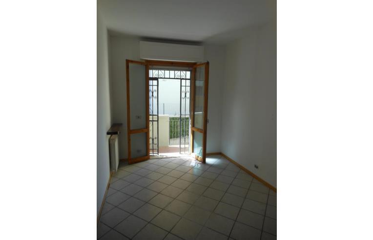 Privato vende appartamento trilocale con garage e grande for Piani garage separati con posto auto coperto
