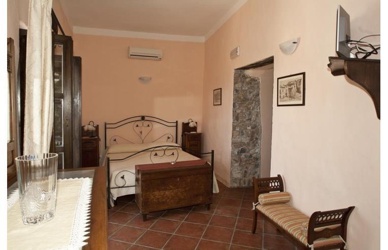 Privato vende casa indipendente casa indipendente for Semplici piani casa 4 camere da letto