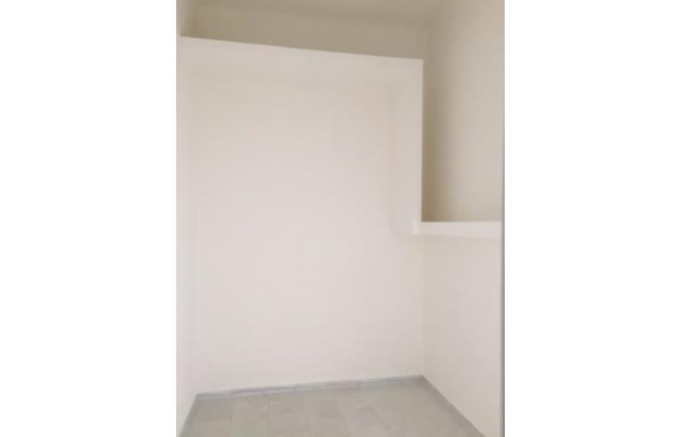 Privato vende appartamento via dante piccolo 2 vani al 1 for Subito it appartamenti arredati bari