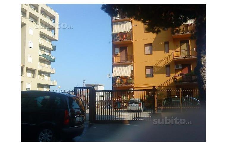 Privato vende appartamento appartamento con vista mare for Piani di palazzo con piscina coperta