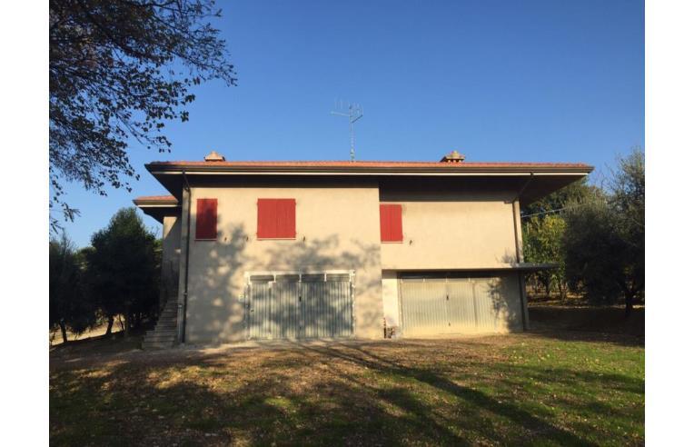Privato vende casa indipendente casa colonica annunci for Piani casa colonica