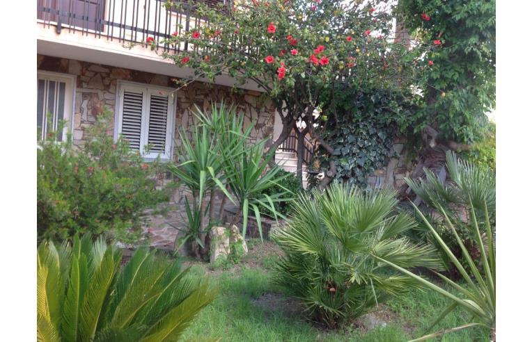 Privato affitta appartamento vacanze casa piano terra con giardino annunci siniscola - Case piano terra con giardino ...