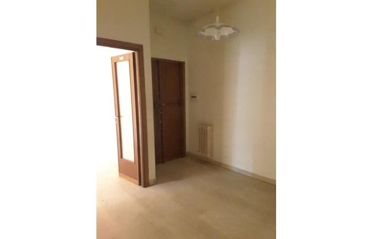 Privato vende appartamento appartamento ampio e luminoso for Cucina arredi genova corso perrone