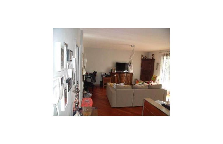 Privato vende appartamento appartamento bicamere for Piani di cabina di tronchi di 2 camere da letto