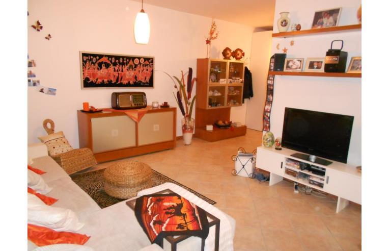 Privato vende appartamento monolocale su 2 livelli con for Piani di cabina di tronchi di 2 camere da letto
