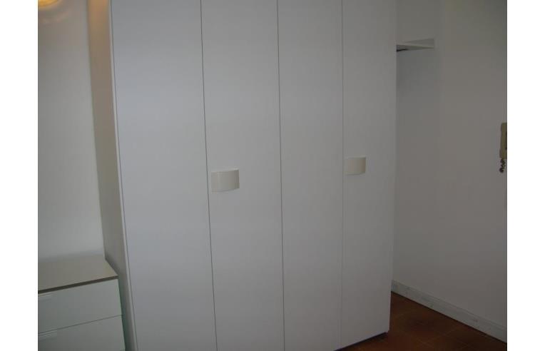 Privato affitta stanza singola camera stanza arredata con for Stanze in affitto brescia