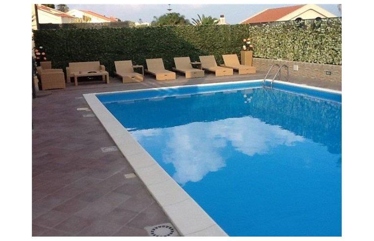 Privato vende villa villa a ganzirri 530mq 3 piani con for Piani di cabina di tronchi di 2 camere da letto