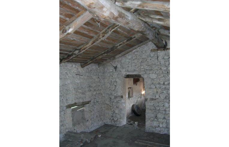 Privato vende rustico casale casa a due corpi in pietra for Casa in pietra a due piani