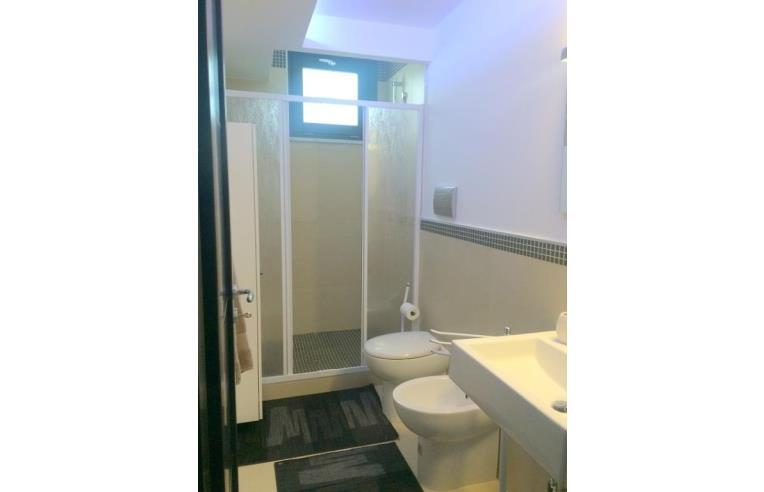 Privato affitta appartamento elegante trivani arredato in for Appartamento arredato palermo