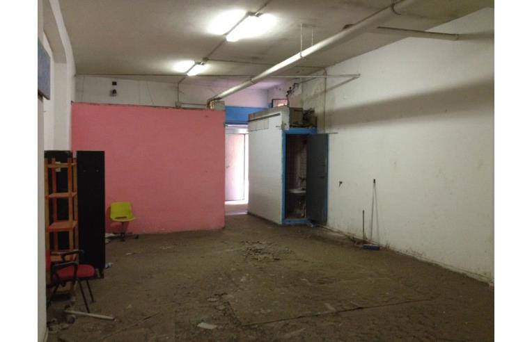 Privato vende magazzino vendo o affitto magazzino via for Affitto ufficio tuscolana