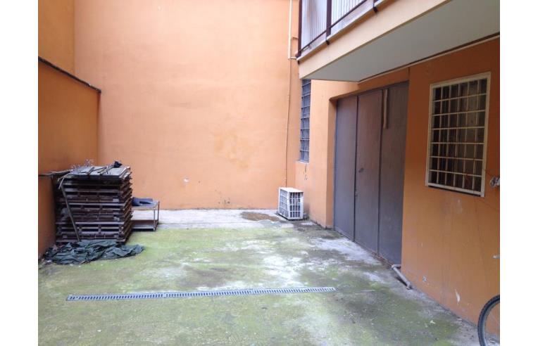 Privato vende magazzino vendo o affitto magazzino via for Affitto immobili commerciali roma