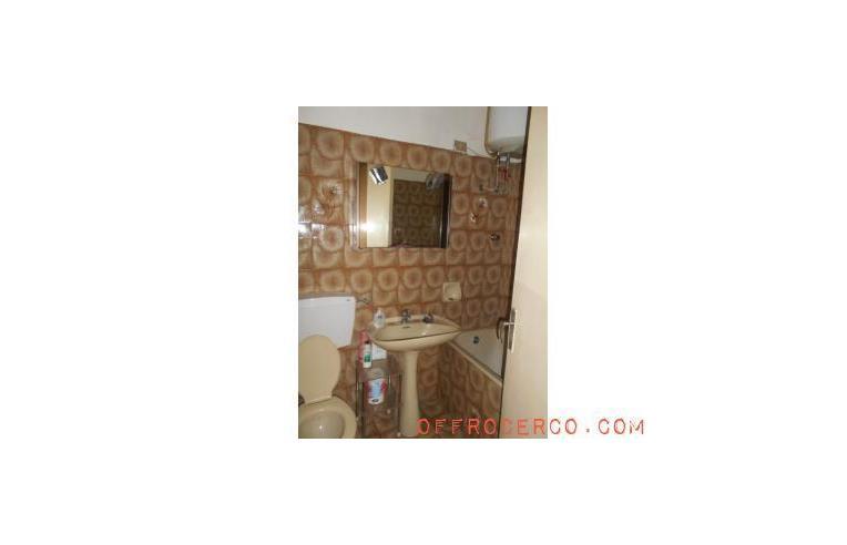 Privato vende appartamento appartamento a messina centro for Piani camera da letto del primo piano