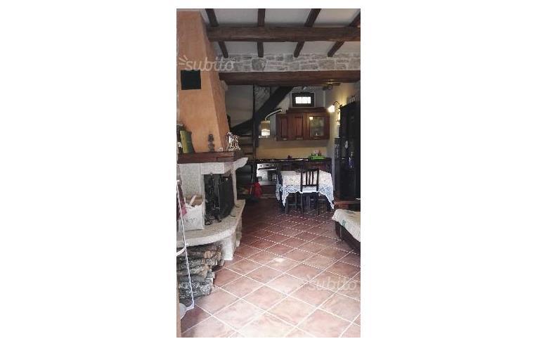 Privato vende rustico casale casa indipendente in pietra for Velux motorizzata