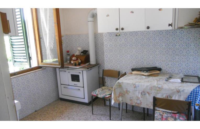 Privato vende palazzo stabile palazzina di tre piani con for Piani di appartamenti stretti