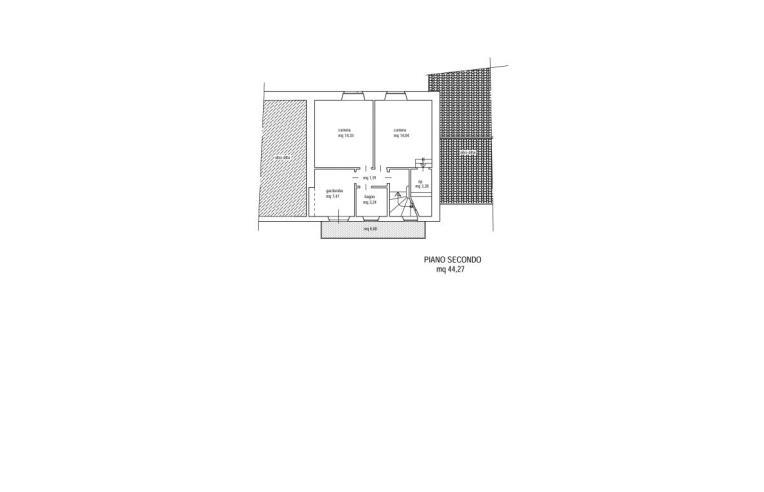 Privato vende palazzo stabile palazzina di tre piani con for Piani di palazzo con piscina coperta
