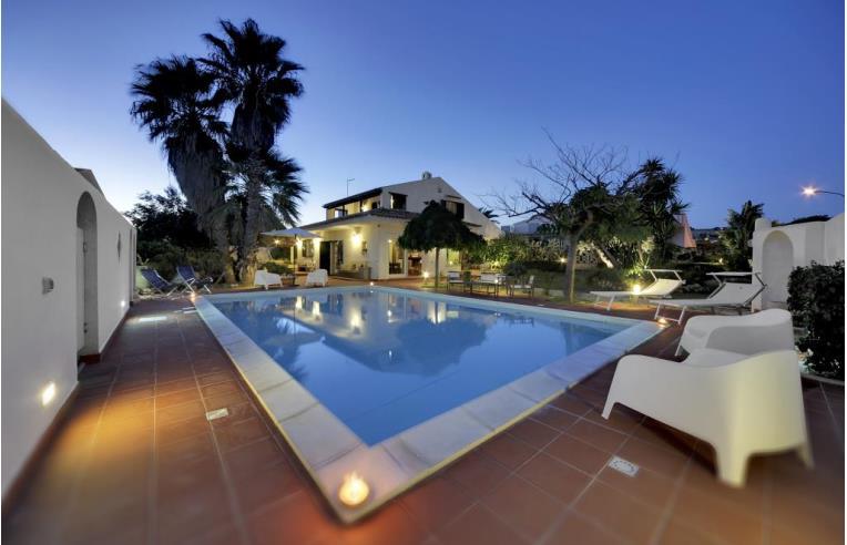 Privato affitta villa vacanze deliziosa villa con piscina vicino al mare annunci ragusa - Affitto casa vacanze sicilia con piscina ...