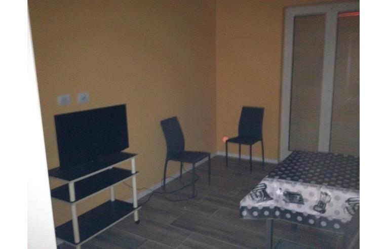 Privato affitta stanza doppia affitto parziale for Stanze in affitto bari