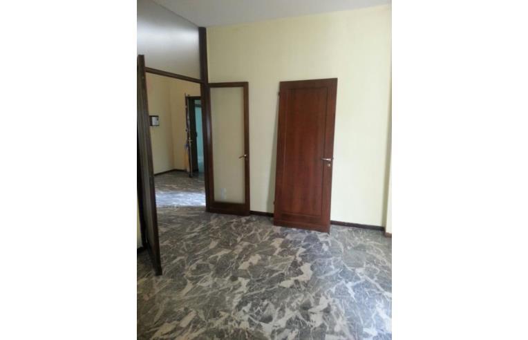 Privato vende appartamento 2 camere 2 bagni garage 3 for Appartamento centro storico vicenza