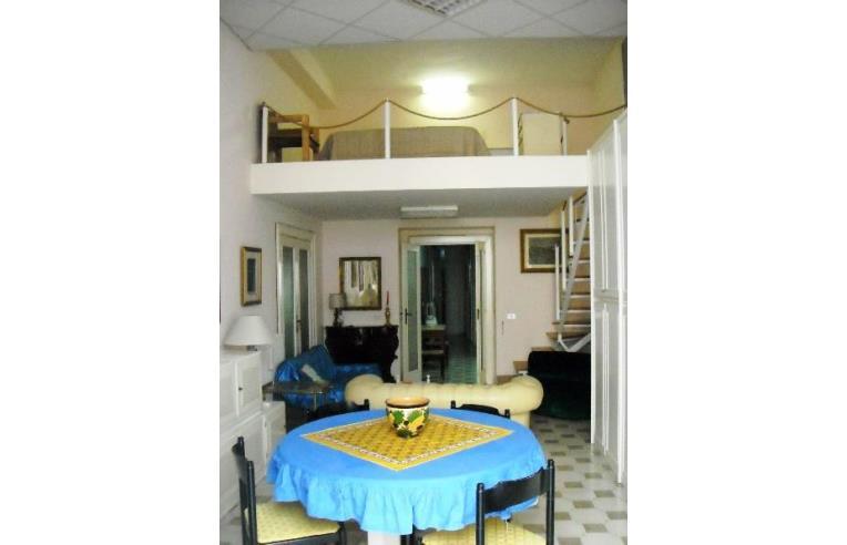 Privato affitta appartamento appartamento ristrutturato for Appartamento arredato napoli
